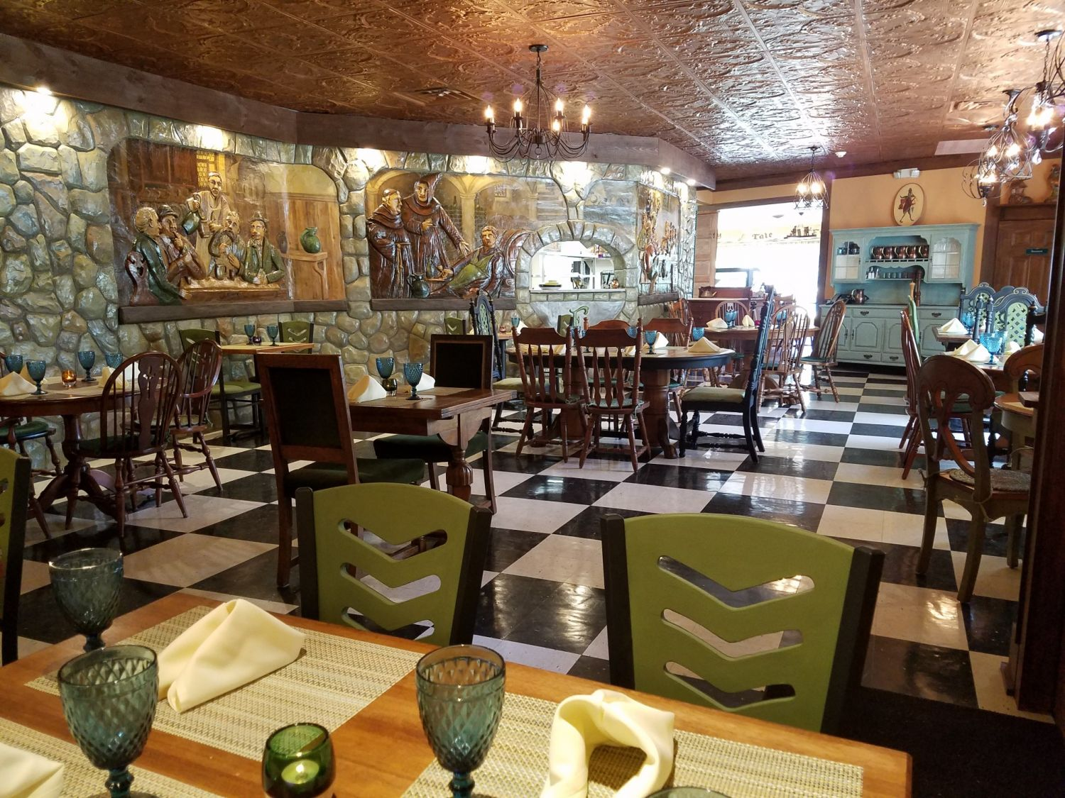 fables-restaurant-dining-room-977